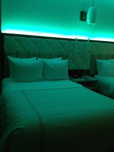 bed-aqua